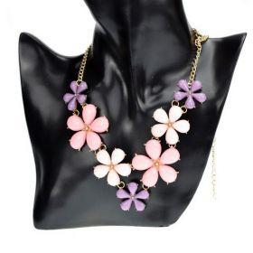Růžový květinový náhrdelník