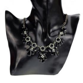 Květinový náhrdelník černý Cyan
