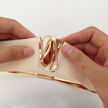 Zlatý široký kovový dámský pásek černý stříbrný
